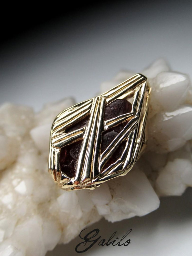Red Spinel Crystal 18K Yellow Gold Pendant Dark Cherry Natural Raw Uncut Stone For Sale 3