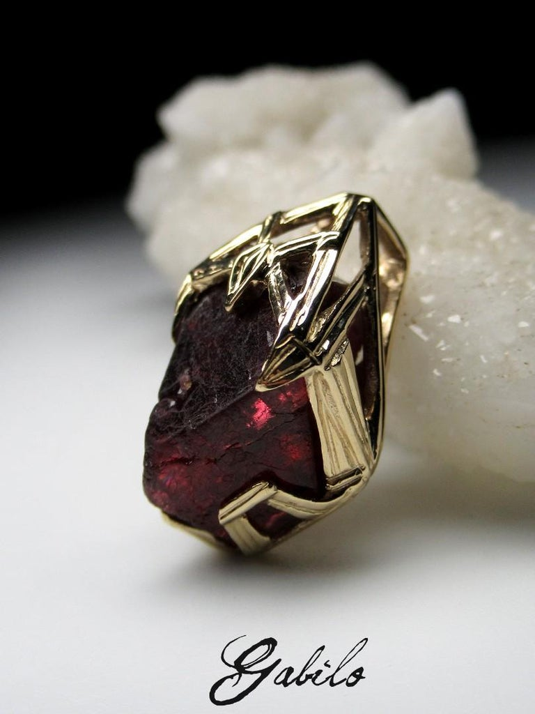 Red Spinel Crystal 18K Yellow Gold Pendant Dark Cherry Natural Raw Uncut Stone For Sale 4