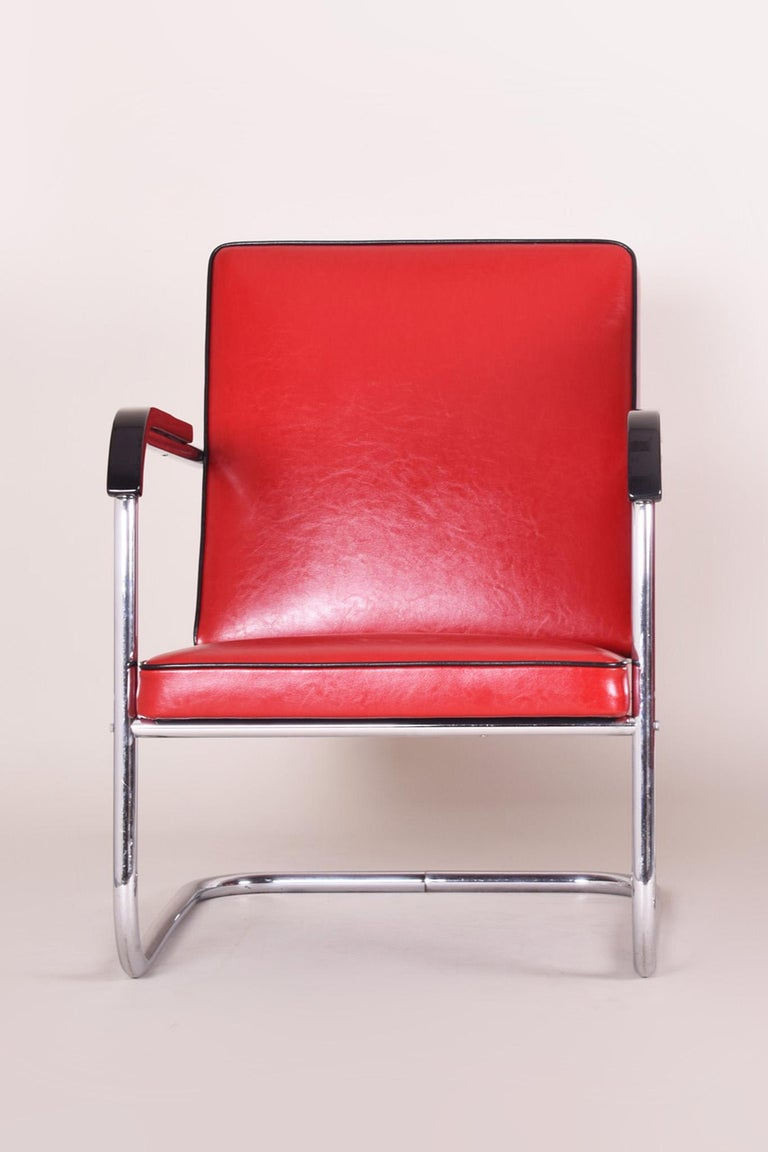 Bauhaus Art Deco armchair Completely restored, new upholstery and leather Material: Chrome-plated steel Source: Germany, Thonet Period: 1930-1939.