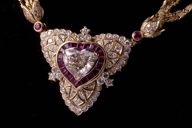 Contemporary Regal Diamond Heart Necklace with Ruby and Diamonds in 18 Karat Gold For Sale