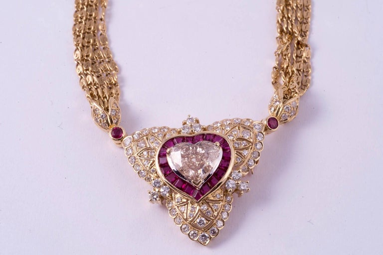 Round Cut Regal Diamond Heart Necklace with Ruby and Diamonds in 18 Karat Gold For Sale