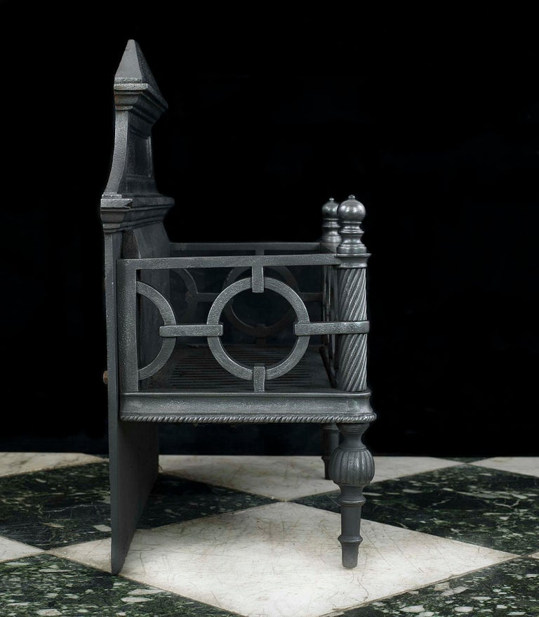 Regency Cast Iron Fire Grate In Good Condition For Sale In London, GB