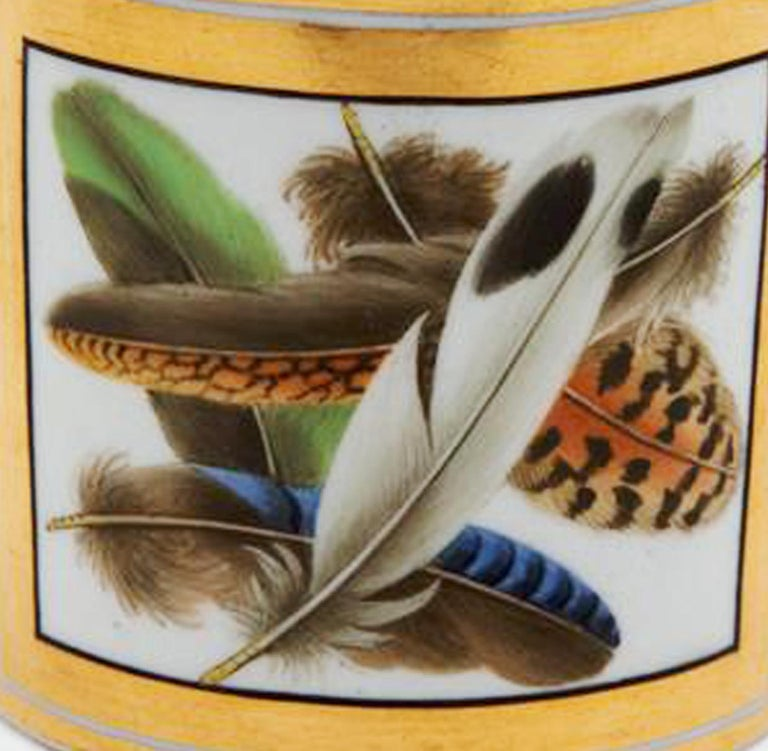Regency Chamberlain Worcester Porcelain Feather-decorated Inkwell In Good Condition For Sale In Downingtown, PA