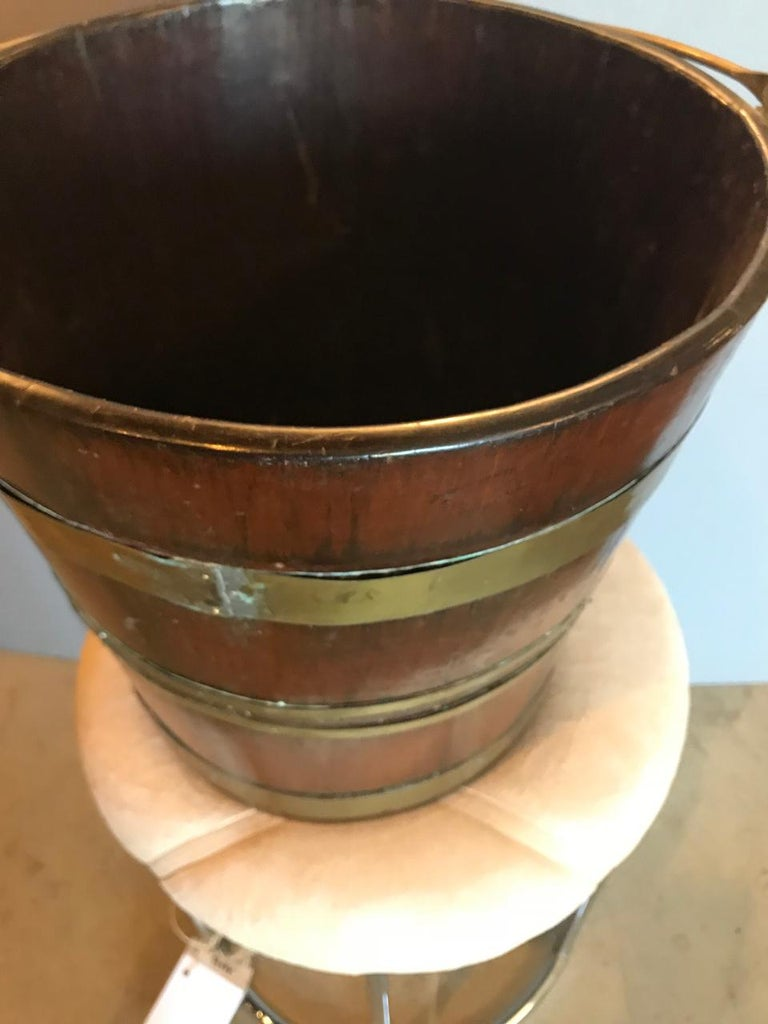 English Brass Bound Peat Bucket In Good Condition For Sale In Pasadena, CA