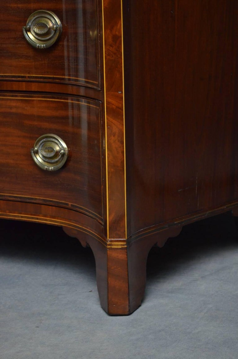 Regency Mahogany Serpentine Chest of Drawers For Sale 7