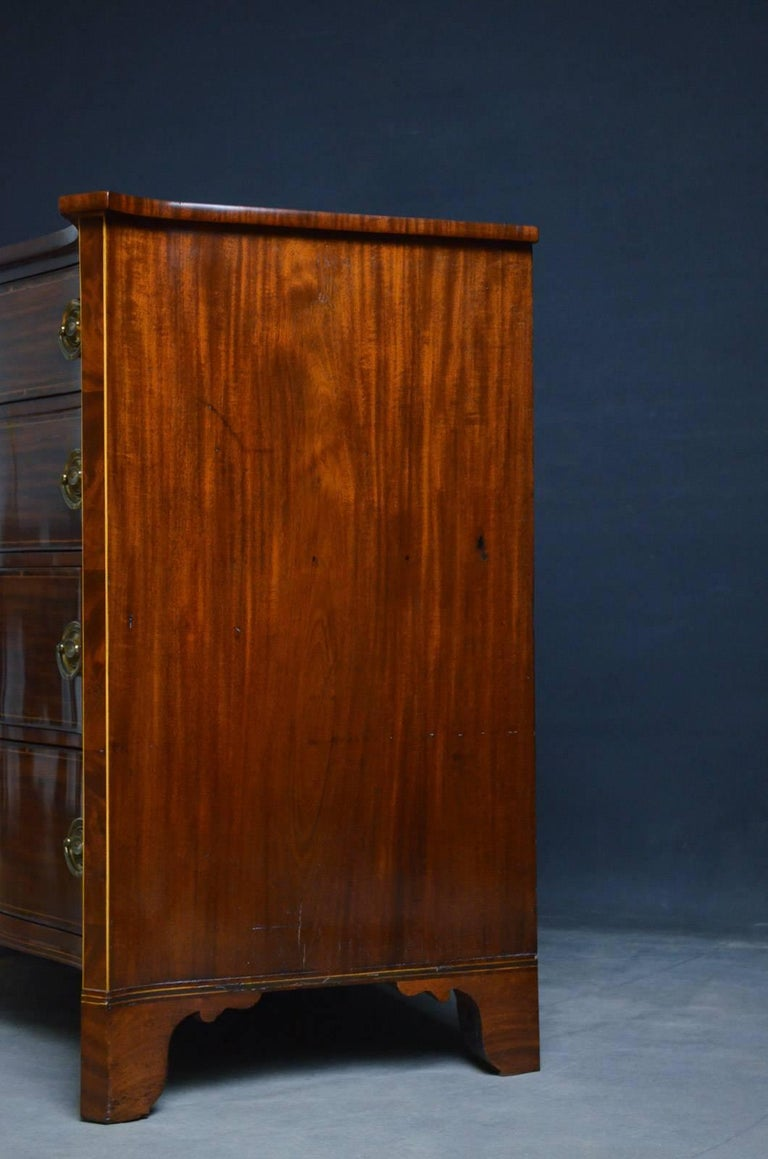 Regency Mahogany Serpentine Chest of Drawers For Sale 8