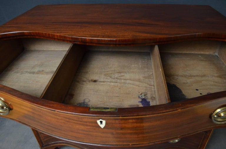 Early 19th Century Regency Mahogany Serpentine Chest of Drawers For Sale