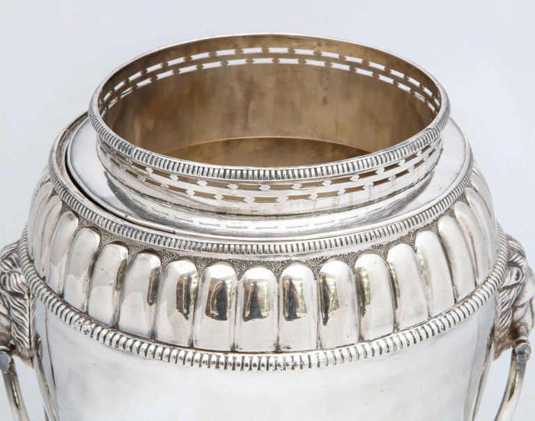 Regency Sheffield Plated Pedestal-Based Wine Cooler In Good Condition For Sale In New York, NY