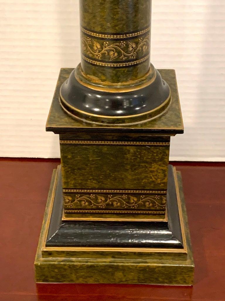 Regency Style Polychromed Tole Column Lamp In Good Condition For Sale In Atlanta, GA