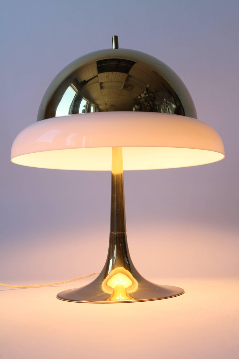 Mid-Century Modern Reggiani Brass and Perspex Table Lamp Mid-Century, 1960s, Italy For Sale