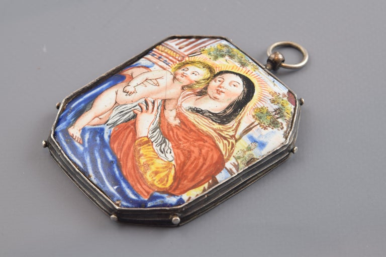 Reliquary Pendant, Silver, Enamel, 17th Century In Fair Condition For Sale In Madrid, ES