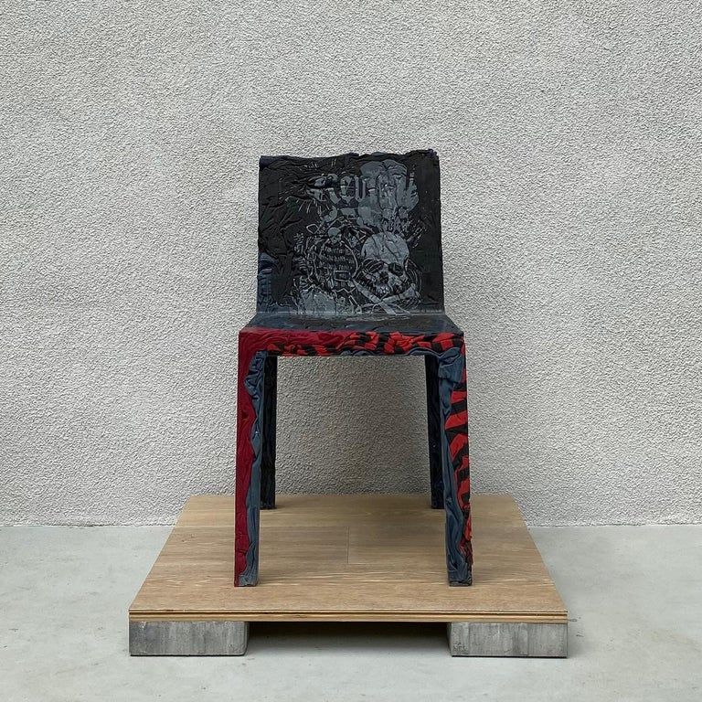 The race towards the future and the desire to keep the past alive coexist in Rememberme. A collection (chair, bistrot table, and coffee table) that gives new life to clothes which are unconscious memory capsules. Rememberme is made by jeans and