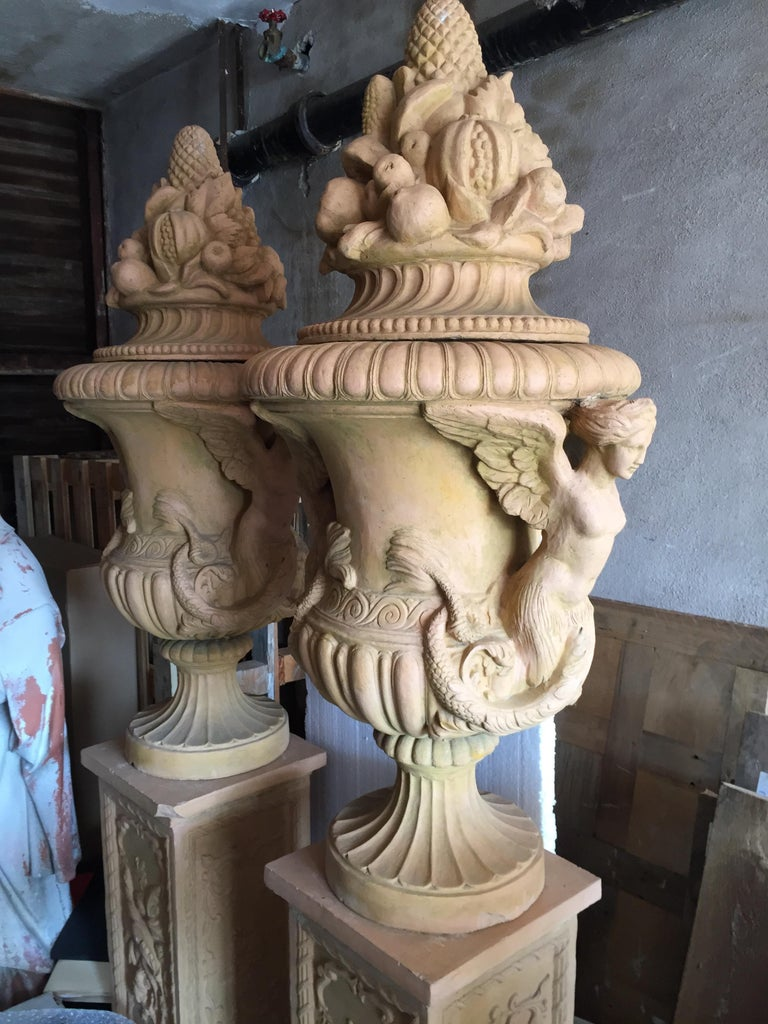 Renaissance Mediterranean Style Urns in Terra Cotta, Late 20th Century In Good Condition For Sale In LOS ANGELES, CA