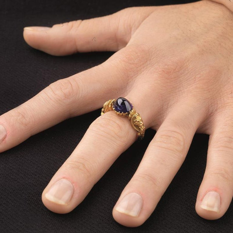 Renaissance Revival Sapphire and Gold Ring, circa 1840s For Sale 4
