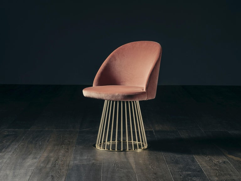 A fresh breath of inspiration that recalls another time, when uniqueness existed and elegance depended on how the soul was clothed. Rendez Vous chair belongs to that not lost world of Haute Couture, where the Art Deco mood is highlighted by