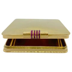 Rene Boivin 18 Karat Yellow Gold and Ruby Compact Case, circa 1940