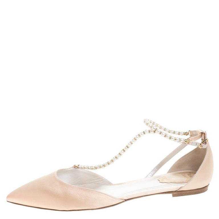 Don't you just wanna grab these flats and try them on? They're beautiful to look at and versatile in design as well. These René Caovilla flats carry a beige satin exterior embellished with faux pearls, pointed toes and buckles at the ankles. This
