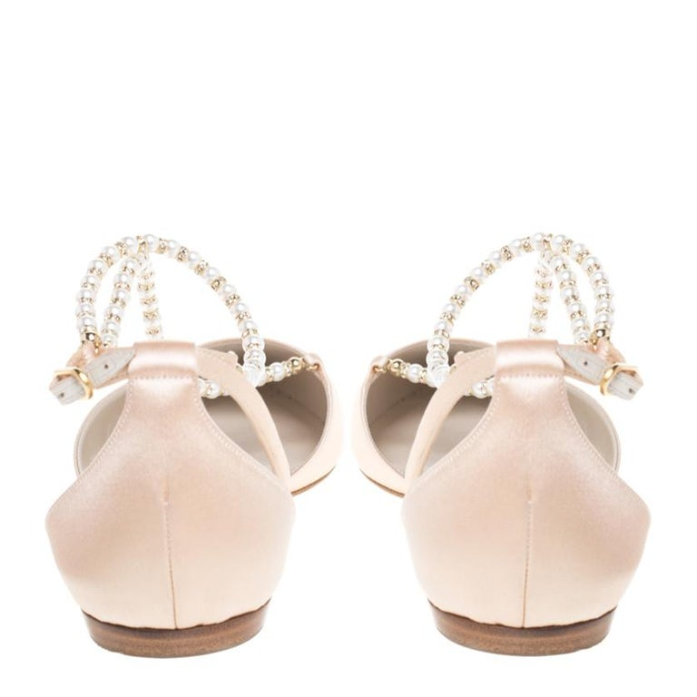 Women's Renè Caovilla Beige Satin Faux Pearl Ankle Wrap Pointed Toe Flats Size 40.5 For Sale