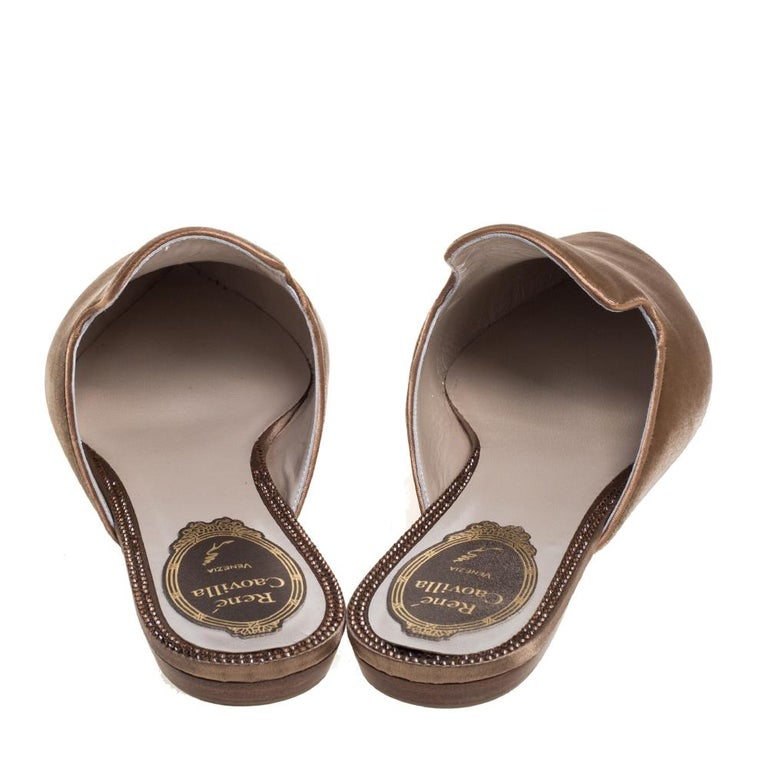René Caovilla Beige Velvet Crystal Embellished Pointed Flat Mules Size 38 In New Condition For Sale In Dubai, Al Qouz 2