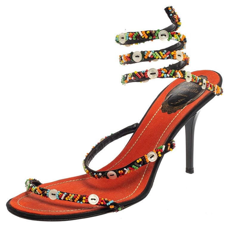 These René Caovilla sandals are astoundingly beautiful and deserve all your attention! They are crafted from satin and feature an open-toe silhouette. They flaunt beautifully-embellished straps on the vamps and ankle wraps. Comfortable insoles and