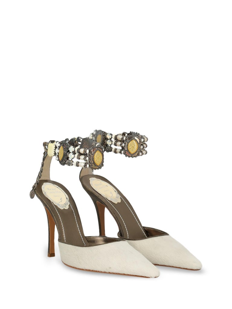 Shoe, leather, solid color, pony, hook & eye fastening, pointed toe, branded insole, tapered heel, high heel.  Includes: N/A  Product Condition: Excellent Sole: negligible marks. Upper: negligible stain.  Measurements: Heel Height: 10