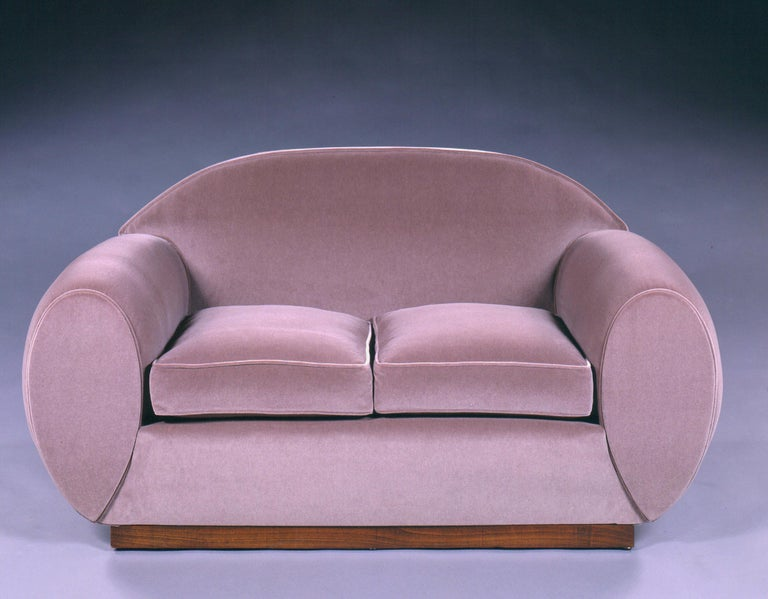 Two-seat sofa in velvet. 