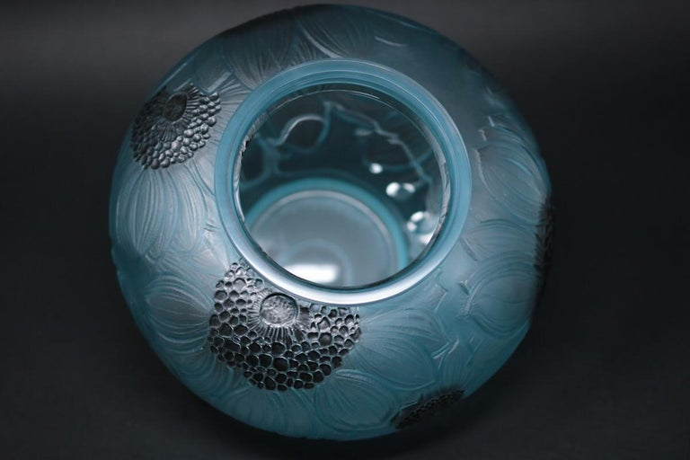 René Lalique Clear and Frosted Glass 'Dahlia' Vase In Good Condition In Chelmsford, Essex