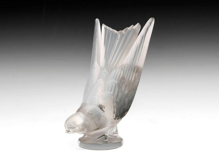 Rene Lalique Glass Hirondelle / Swallow Car Mascot with Mount 20th Century For Sale 5