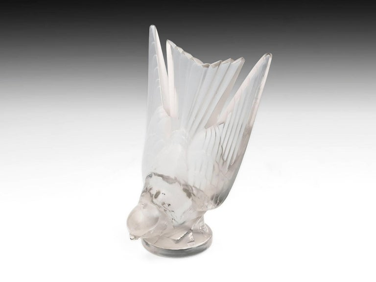 Rene Lalique Glass Hirondelle / Swallow Car Mascot with Mount 20th Century For Sale 2