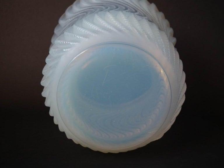 René Lalique Opalescent Glass 'Actinia' Vase For Sale 1