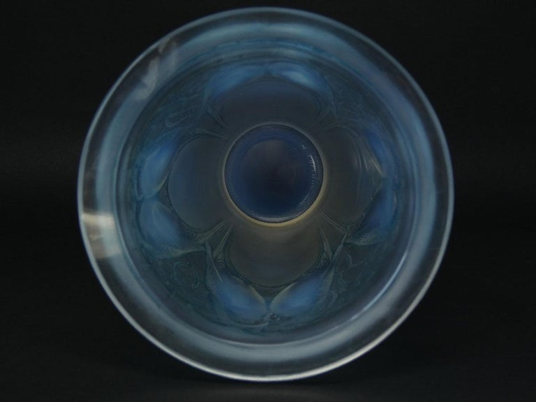 Rene Lalique Opalescent Glass 'Ceylan' Vase In Good Condition For Sale In Battlesbridge, Essex
