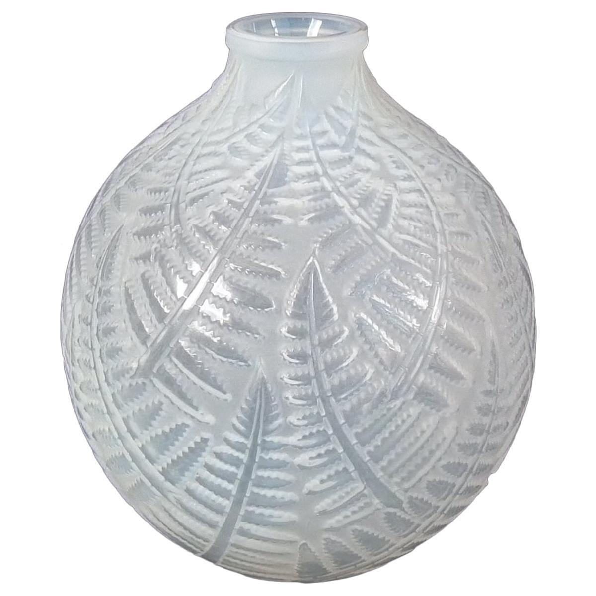 René Lalique Opalescent Glass 'Espalion' Vase
