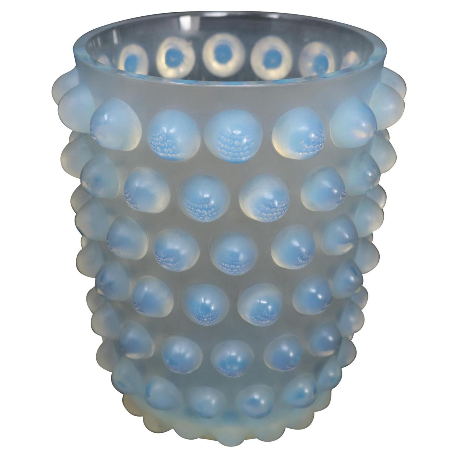 René Lalique Opalescent Glass Mossi Vase