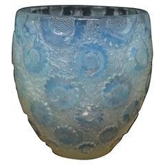 René Lalique Opalescent Glass 'Paquerettes' Daisies Vase