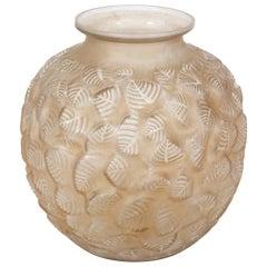 """René Lalique Vase """"Charmilles"""""""