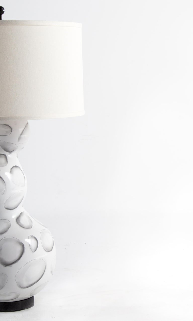 Italian Reng, Sheru, Gloss White Glazed Ceramic with Stylized Shell Design Lamp For Sale