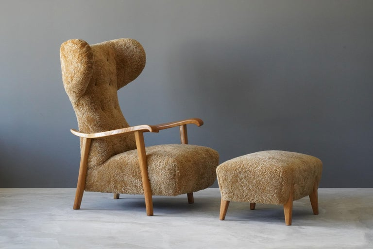 An organic modernist lounge chair with stool and ottoman. Produced in Italy in the 1940s. Design attributed to Renzo Zavanella. With its original stool.   Other designers working in the organic style include Gio Ponti, Vladimir Kagan, Jean Royère,