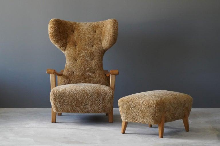 Renzo Zavanella (Attribution) Lounge Chair, Ottoman, Sheepskin, Oak, Italy 1940s In Good Condition In West Palm Beach, FL