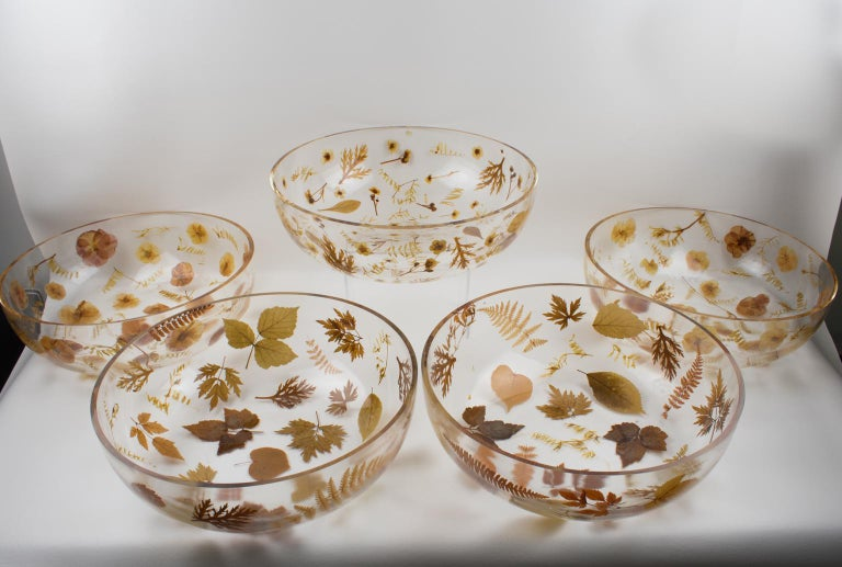 Late 20th Century Resin Centerpiece Bowl with Leaves and Flowers Inclusions, Italy 1970 For Sale
