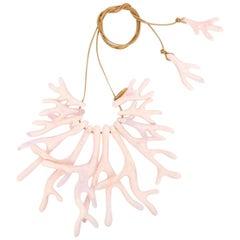 Resin Coral Fan Choker in Shell Pink