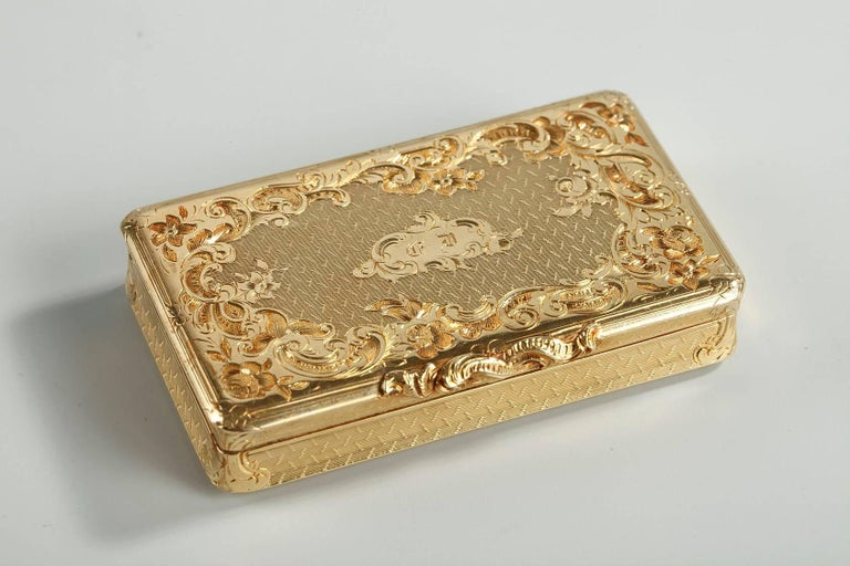Restauration Gold Boxe in Rocaille Style In Good Condition For Sale In Paris, FR
