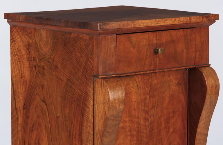 French Restoration Period Walnut Bedside Cabinet, 1820s For Sale 5