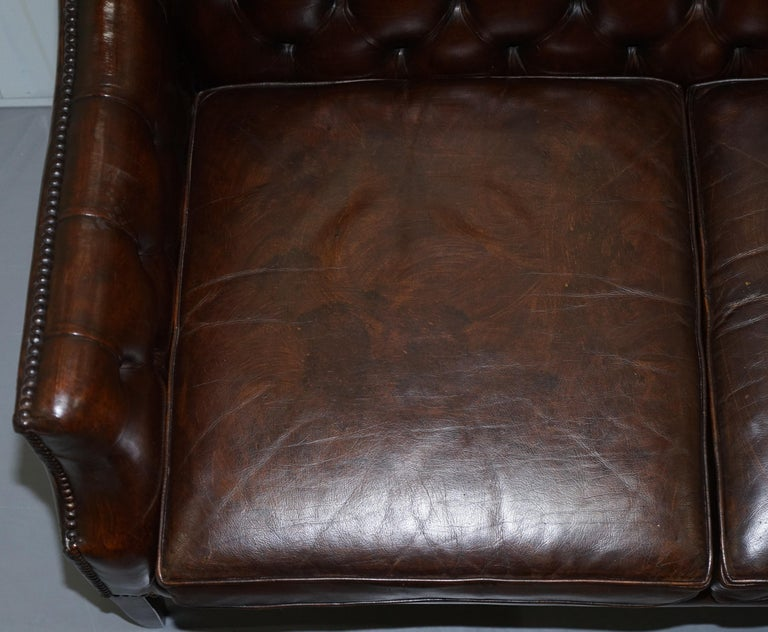 Restored Lutyen's Viceroy Chesterfield Brown Leather Two-Seat Sofa In Good Condition For Sale In London, GB