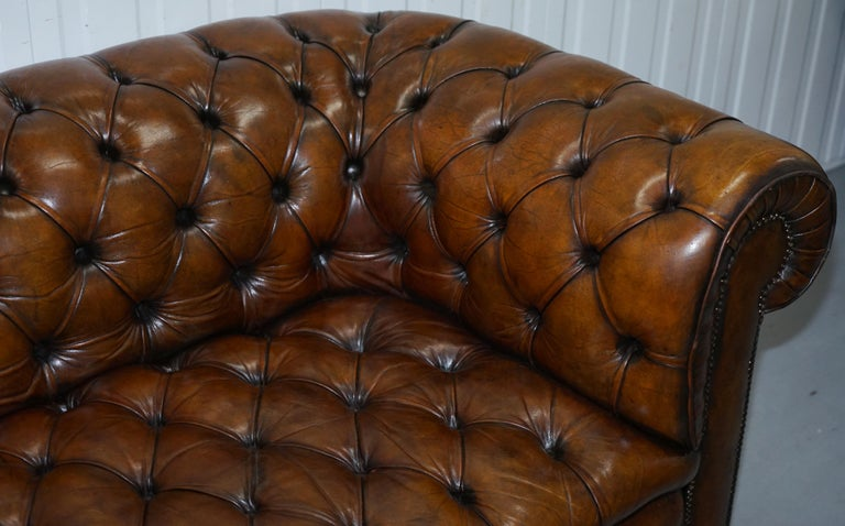 Restored 1900s Chesterfield Buttoned Hand Dyed Brown Leather Sofa Horse Hair For Sale 4