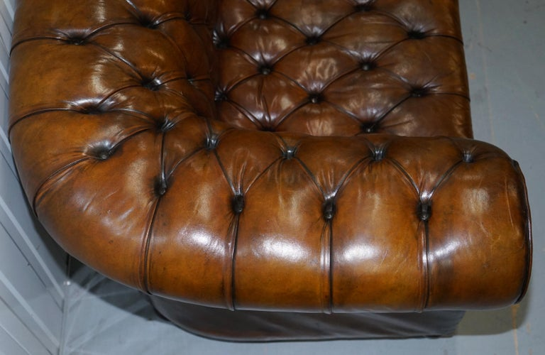 Restored 1900s Chesterfield Buttoned Hand Dyed Brown Leather Sofa Horse Hair For Sale 6