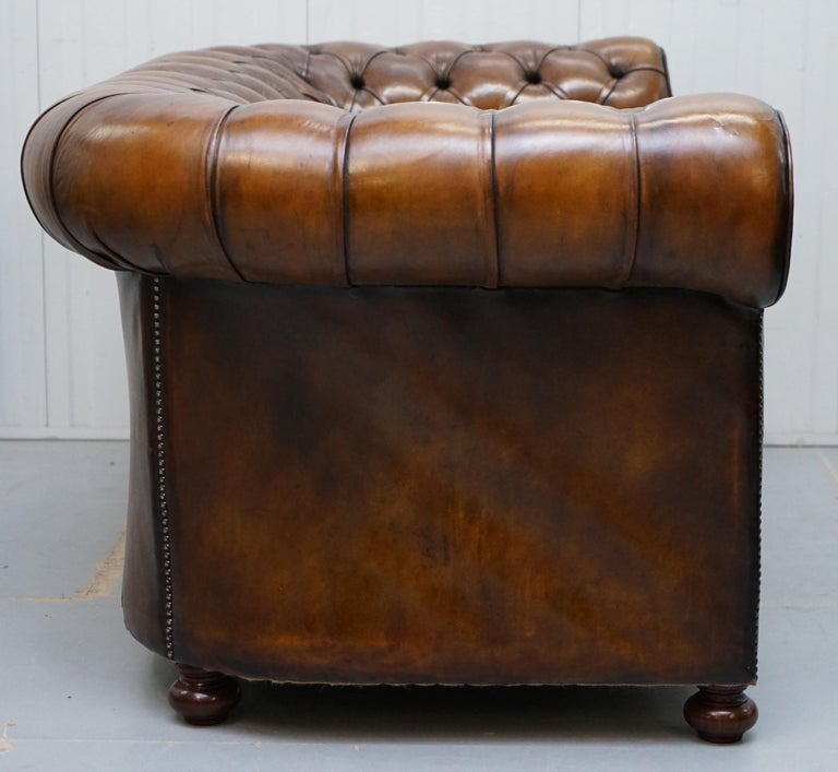 Restored 1900s Chesterfield Buttoned Hand Dyed Brown Leather Sofa Horse Hair For Sale 8