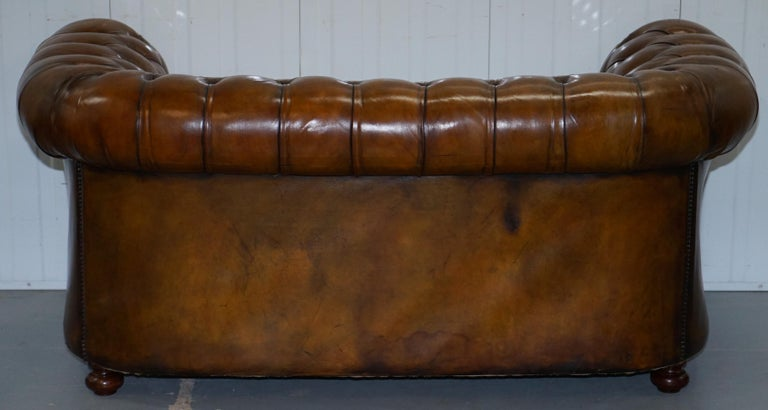 Restored 1900s Chesterfield Buttoned Hand Dyed Brown Leather Sofa Horse Hair For Sale 10