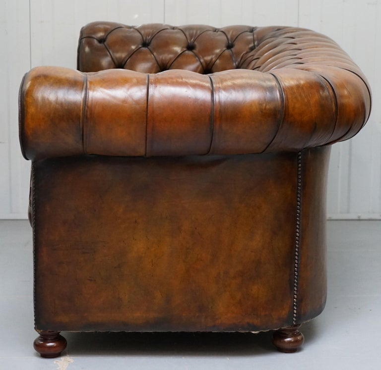 Restored 1900s Chesterfield Buttoned Hand Dyed Brown Leather Sofa Horse Hair For Sale 11