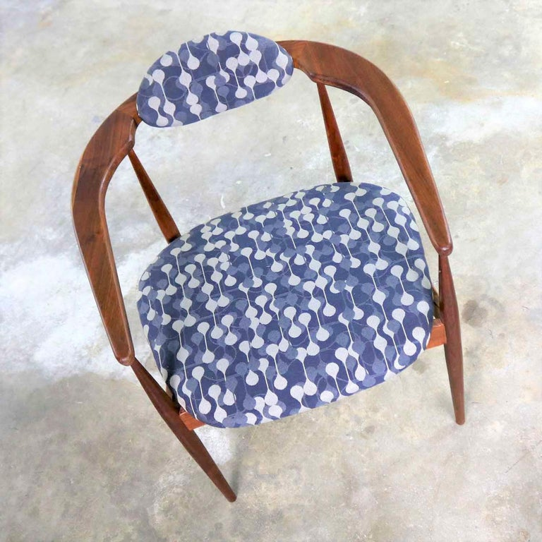 Restored Adrian Pearsall 950-C Armed Side Chair 1