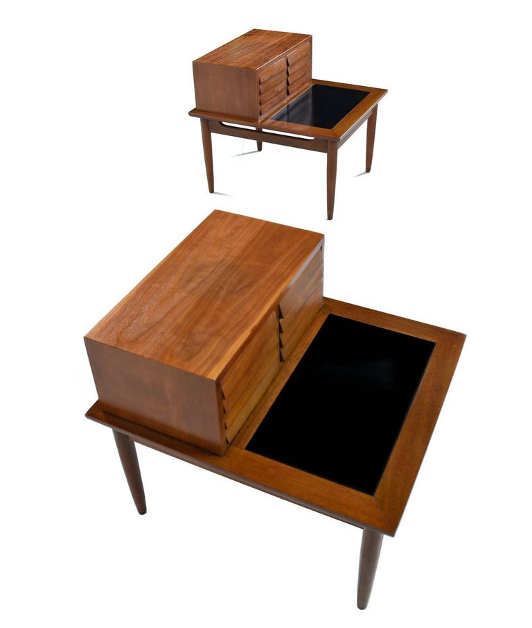 Mid-Century Modern Restored American of Martinsville Dania Walnut Louvered Lamp Table Nightstands For Sale